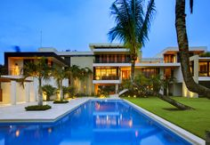 World's Best Modern Bungalow Designs - Design My Dream Home Swimming Pool Landscaping, Swimming Pools, Modern Mansion, Architectural Digest, Modern House Design, My Dream Home, Exterior Design, Luxury Homes, Luxury Cars