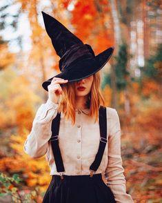 Autumn and Halloween Aesthetic Active All Year Long Halloween Photos, Halloween Kostüm, Halloween Costumes, Witch Costumes, Halloween Themes, Autumn Aesthetic, Witch Aesthetic, Halloween Fotografie, Halloween Bonito