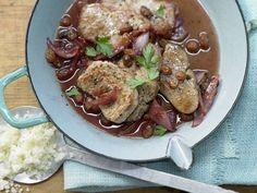 Kalbsschnitzel in Granatapfelsauce - mit roten Zwiebeln und Sultaninen - smarter - Kalorien: 396 Kcal - Zeit: 25 Min.   eatsmarter.de
