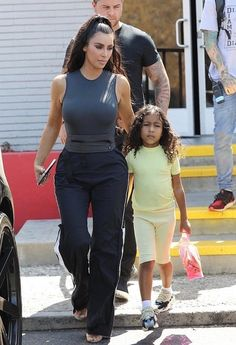 Like mother, like daughter! Kim Kardashian and her mini me fashionista North West enjoyed an outing in Los Angeles on Tuesday Kardashian Kollection, Kardashian Jenner, Celebrity Kids, Celebrity Style, Cute Outfits For Kids, Summer Outfits, Kim Kadarshian, Kim And North, Kim And Kanye