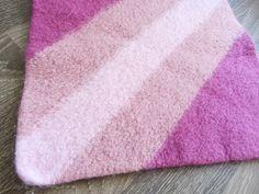 Strikk og tøys: Oppskrift på sitteunderlag Diy Crafts Knitting, Towel, Farmhouse Rugs, Threading, Towels