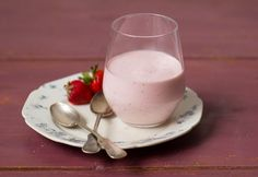 Epres joghurthab Glass Of Milk, Mousse, Panna Cotta, Sweet Tooth, Goodies, Dessert Recipes, Ice Cream, Sweets, Snacks