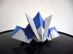 頂いた折り紙のかぶと、分解して折り方をようやく覚えました。忘れないように・・・。吹き返しまで1枚で折れます。