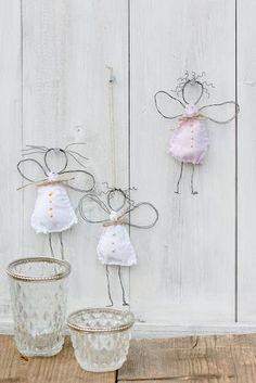 Weihnachtsdeko, DIY, Drahtengel, Pomponetti Source by - Handmade Crafts, Diy And Crafts, Crafts For Kids, Arts And Crafts, Wire Crafts, Christmas Crafts, Christmas Ornaments, Christmas Angels, Christmas Diy