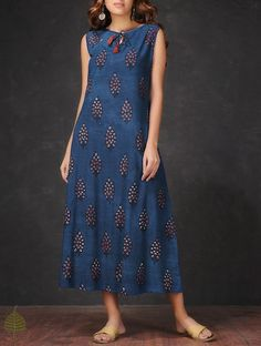 Buy Indigo Madder Natural dyed Dabu printed Sleeveless Cotton Dress by Jaypore… Dress Neck Designs, Blouse Designs, Indian Dresses, Indian Outfits, Casual Dresses, Fashion Dresses, Kurta Designs Women, Indian Designer Wear, Mode Inspiration