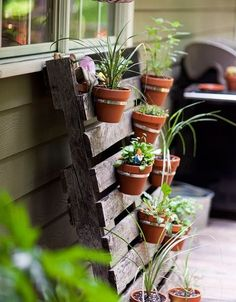 recycled pallet herb garden