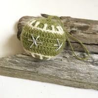 In the Yarn Garden: Crochet Christmas Baubles
