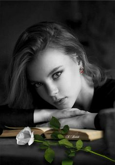 Black and White Photography of Women: How Take Beautiful Pictures – Black and White Photography Black Splash, Black And White Colour, Color Splash, Color Pop, Black And White Portraits, Black White Photos, Black And White Photography, Artistic Photography, Photography Women