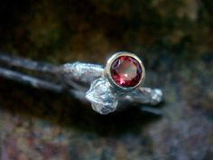 anello granato rosso naturale, ramoscello anello di fidanzamento, anello di fidanzamento di ramo, impilabile, argento e 9 k oro lunetta, birthstone gennaio
