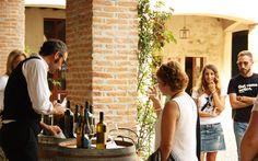Un oste senza il il senso del gusto ci hiede di degustare la Malvasia con gli altri quattro sensi... insolita degustazione al Castello di Luzzano #valtidone #valtidonewinefest #vino #collipiacentini #oltrepo #piacenza 2013