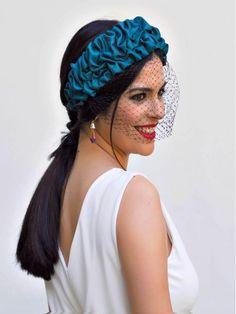 Tocado invitada Perfecta, Mariquita Trasquilá Fascinator Headband, Crown Headband, Fascinators, Headpiece, Hijab Fashion, Fashion Art, Fashion Outfits, Diy Vetement, Hair Accessories For Women