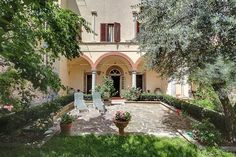 The Mendelssohn Apartment in Exceptional, with a large garden! Holiday Apartments, Vacation Apartments, Top Destinations, Terrace Garden, Terraces, Fun Drinks, Florence, Gardens, Mansions