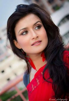 Nadia Khanom Nodi is an actress, ramp and fashion model in Bangladesh. She looks very simple and pretty. Here is her latest photo shoots. In this photos she lo Indian Actress Hot Pics, Indian Actresses, Tamil Girls, Cute Beauty, Best Model, Indian Beauty Saree, Bollywood Actress, Indian Bollywood, Hottest Models