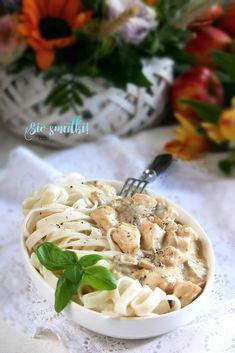 sio-smutki! Monika od kuchni: Makron z kremowym sosem z kurczakiem i pieczarkami Camembert Cheese, Dairy, Food, Essen, Meals, Yemek, Eten