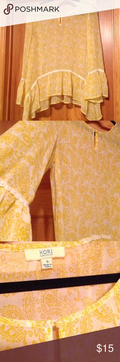 Chiffon yellow and white top Adorable top! I have worn it a coupe, times, I brought it from a consignment store but yellow just isn't my color.. Hope someone can enjoy it!! It's a small but it can fit a medium easily Kori Tops Blouses