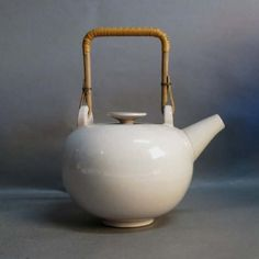 Bauhaus ceramic teapot. Otto Lindig 1930 - 1939.    Perfect.