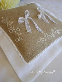 broderies coussins de mariage on pinterest ring bearer. Black Bedroom Furniture Sets. Home Design Ideas
