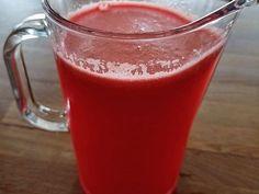 Melounový sirup je velmi osvěžující. Má příjemnou chuť a je vyráběný za studena, takže nám zůstanou zachované i vitamíny jako C, A, B6 a další látky. Syrup