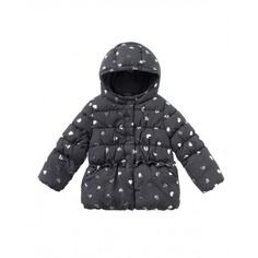 Long sleeved padded jacket with tender allover laminated hearts, two hidden side welt pockets and non-removable hood. Double closure on the front: concealed zip, visible snap buttons, covered at the top by the same jacket fabric, hidden at the bottom. The jacket is completely lined in warm fleece, pockets included, and has a rouche at the waist, front and back. Visible elastic horizontal stitching.