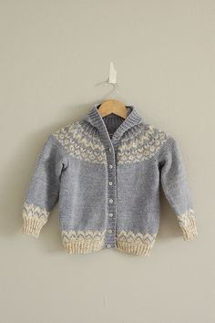 kids icelandic (The Best of Lopi by Susan Mills and Norah Gaughan) sweater by from ravelry Kids Knitting Patterns, Knitting For Kids, Hand Knitting, Punto Fair Isle, Brei Baby, How To Purl Knit, Fair Isle Knitting, Knit Or Crochet, Baby Sweaters