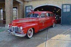1947 Cadillac S&S (sayers-scovill) ambulance, built by Hess and Eisenhardt. Milwaukee Fire Department Ambulance No. Milwaukee, Cadillac Ats, Police Truck, Police Cars, Fire Dept, Fire Department, Ambulance, Cool Fire, Flower Car