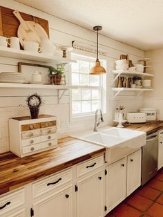 It's possible outside here in NC summer, but it's goodbye summer in the kitchen this morning! Those racks, It's possible outside here in NC summer, but it's goodbye summer in the kitchen this morning! That # farmhouse kitchen # kitchen ideas. Farm Kitchen Ideas, Country Kitchen Designs, Cozy Kitchen, Shabby Chic Kitchen, Farmhouse Kitchen Decor, Kitchen Redo, New Kitchen, Kitchen Remodel, Summer Kitchen