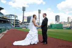 PNC Park Wedding – Krystal Healy Photography | Pittsburgh Wedding Photographer - Krystal Healy Photography