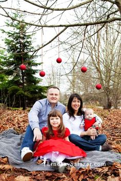 2014 Christmas family photo shoot idea with floating ornaments - Christmas outdoor photoshoot