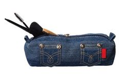 Makeup bags made from denim are machine washable and durable.