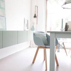 #kwantum #repost Stoel New York > https://www.kwantum.nl/meubelen/stoelen/meubelen-stoelen-eetkamerstoelen-kuipstoel-new-york-wit-1323020 @kililabel_by_lin - Het weekend is voor mij begonnen! Heerlijk! Beetje aanrommelen in huis! Oh en deze stoel kocht ik van de week ook bij @kwantum_nederland. Ze hadden eindelijk weer groene!