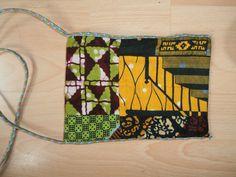 klein schoudertasje (achterkant) van patchwork van Afrikaanse stof bij Yanine design
