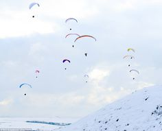 Cool activity: Paragliders take to the skies today over Mam Tor, high above Castleton in the Derbyshire Peak District Uk Weather, Woke Up This Morning, Hang Gliding, Learn To Fly, Paragliding, Peak District, Derbyshire, Countryside, Britain