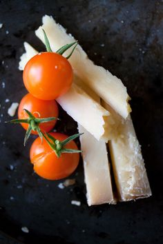 Beautiful food photography via Leela Cyd. Charcuterie, Different Food Cultures, Tomato And Cheese, Good Enough To Eat, Creative Food, Food Presentation, Organic Recipes, Cooking Tips, Food Photography