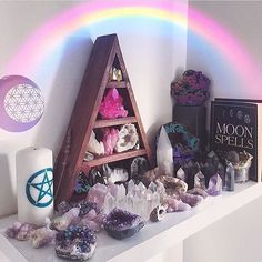 This beautiful display from is giving me a deep spark of altar inspiration! One of my favourite rainy day projects is to bathe and re-organize my stones. My whole little home feel so much better when I do ❤️ Crystal Altar, Crystal Decor, Crystal Healing, Crystals And Gemstones, Stones And Crystals, Orange Pastel, Crystal Aesthetic, Witch Room, Wiccan Altar