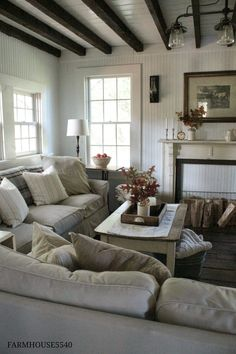 37 Cozy Farmhouse Living Room Grey with Teal Decorations Ideas - Home Decor For Fun Romantic Living Room, Winter Living Room, Cozy Living Rooms, Living Room Grey, Modern Farmhouse Living Room Decor, Rustic Farmhouse, Farmhouse Style, Farmhouse Ideas, Cottage Style