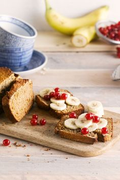 Spice up your afternoon with the spiced bread topped with delicious fruit!  Meal of the day: breakfast - snack - appetizer Suited for: lactose-free - vegetarian Ingredients: Porrdige - oats - honey - eggs - spices