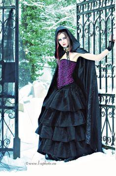 Victorian Goth Fashion with purple corset Goth Beauty, Dark Beauty, Dark Fashion, Gothic Fashion, Purple Corset, Romantic Goth, Gothic Models, Victorian Goth, Goth Women