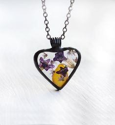 Terrarium heart necklace with tiny flowers  #artkvarta #heart #valentines #terrarium #floral #flowers #gift #unique #spring #springflower #recycled #womensgift #forgirlfriend #lovejewelry #necklace #romantic