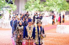 Javanese Wedding Wedding Prep, Wedding Planner, Dream Wedding, Wedding Stuff, Javanese Wedding, Indonesian Wedding, Indonesian Kebaya, Kebaya Wedding, Do It Yourself Wedding