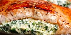 Ce saumon farci aux épinards et au fromage crémeux deviendra votre recette de poisson préférée! - Recettes - Ma Fourchette Fish Recipes, Pasta Recipes, Salmon Dishes, Fish And Seafood, Good Food, Pork, Easy Meals, Low Carb, Wedges
