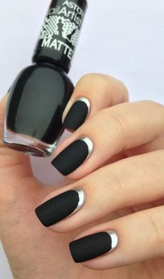 """If you're unfamiliar with nail trends and you hear the words """"coffin nails,"""" what comes to mind? It's not nails with coffins drawn on them. It's long nails with a square tip, and the look has. Fancy Nails, Love Nails, Trendy Nails, My Nails, Matte Nails, Stylish Nails, Acrylic Nails, Sophisticated Nails, Gradient Nails"""