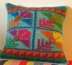 Almohadones bordados. tejido a dos agujas