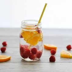 Use these delicious and healthy fruit infused water recipes to detox, lose weight, improve digestion and clear your skin. They're easy to prepare and taste amazing. Infused Water Recipes, Fruit Infused Water, Healthy Detox, Healthy Drinks, Healthy Water, Detox Water Benefits, Digestive Detox, Body Detoxification, Lemon Diet
