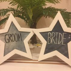 スターのフォトフレームにデニム生地をはめ込み、結婚式のウェルカムスペースで使用しました。 GROOM&BRIDEの2つセットです^^* デニムウェディングがテーマの実際の結婚式に使用しました。 ハンドメイドになります♡ 販売目的ではなく自分のために作成したものになりますので、多少雑な部分もあります。ハンドメイドになりますので、気になる方はご遠慮くださいm(._.)m 結婚式、ウェディング、ハンドメイド、DIY、GROOM BRIDE、ウェルカムスペース、ウェルカムボード、結婚式グッズ、フォトフレーム、デニム、デニムウェディング、スター、