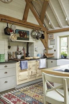 Tips for Creating Your Own English Country Kitchen 60 English Country Kitchen Decor Ideas 4 – Kawaii Interior Kitchen Decor, Modern Kitchen, English Country Kitchens, Home Decor, Kitchen Dining Room, Country Kitchen, Home Kitchens, Kitchen Design, House And Home Magazine