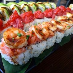 That is some super incredible looking sushi 👌🍣 Tag your best sushi loving amigos that you would love to eat this with! I Love Food, Good Food, Yummy Food, Sushi Recipes, Cooking Recipes, Onigirazu, Romantic Dinner Recipes, Food Goals, C'est Bon