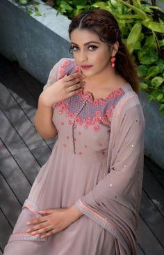 Buy Dresses Online, Online Dress Shopping, Stylish Sarees, Stylish Dresses, Indian Designer Outfits, Designer Dresses, Churidhar Designs, Kurta Designs Women, Salwar Designs