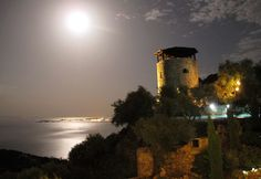 Supermoon 22 06 2013 over Villa Del Cielo with silver Med and Corfu town Corfu Town, Super Moon, Northern Lights, Villa, Celestial, Sunset, Night, Nature, Silver