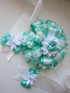 Вам сообщение! Diy Ribbon Flowers, Kanzashi Flowers, Ribbon Art, Ribbon Crafts, Felt Flowers, Ribbon Bows, Fabric Flowers, Fabric Crafts, Felt Hair Accessories
