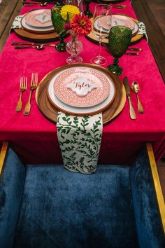 La Tavola Fine Linen Rental: Velvet Lipstick with Dylan Fern Napkins | Photography: Erin Witt Photography, Venue: Denver Botanic Gardens, Planning: Sweetly Paired, Florals: Indigo Flower Market, Rentals: Colorado Party Rentals